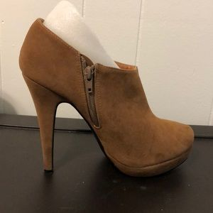 Brown Heeled Bootie (W10)